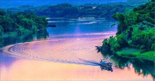song-huong-river