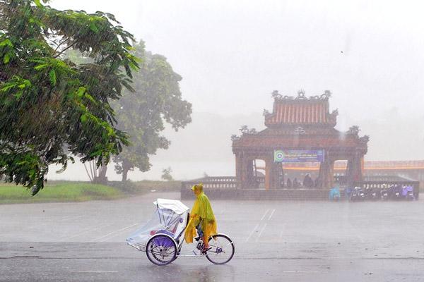 cycle-hue-rain-day